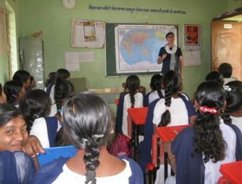 des enfants indiens découvrent d'autres cultures