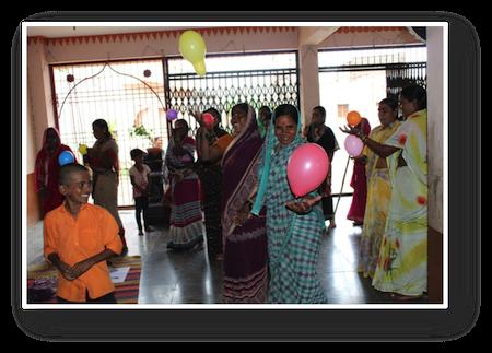 Femmes indiennes participant à la réunion sur le droit des femmes en Inde