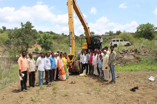 construciton d'un puits à rajewadi inde